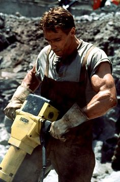 TOTAL RECALL, Arnold Schwarzenegger, 1990, working with a drill