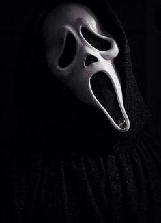I got rid of my scream masks.they were too scary even for Halloween! Horror Icons, Horror Art, Horror Drawing, Horror Posters, Scary Movies, Horror Movies, Film Scream, Scream 3, Ghostface Scream