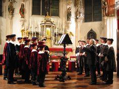 音楽の都として名高い、オーストリアの首都ウィーン。世界3大オペラ座に数えられるウィーン国立歌劇場をはじめとし、日本でも人気のニューイヤー・コンサートで知られる楽友協会など、世界中の音楽ファンが聖地と崇める音楽の殿堂がずらりと並ぶウィーンを訪れたら、ぜひとも一度は音楽鑑賞に出掛けたいもの。 今回は、本格的なオペラやクラシックから、気軽に楽しめるオペレッタやコンサートが鑑賞できる観光スポットをご紹介します。(2ページ目)