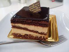 La Torta Sette Veli è un capolavoro della pasticceria palermitana. Attualmente si attribuisce alla pasticceria Cappello, di Palermo, la capacità di saper...