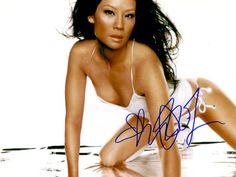 Lucy Liu – Original signiertes Großfoto ca. 20x25cm der beliebten Film- und Seriendarstellerin. www.starcollector.de