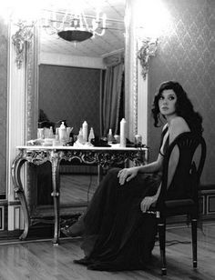 Vintage Dressing Marisa Tomei - New Hollywood Glamour Old Hollywood Vanity, Old Hollywood Glamour, Vintage Hollywood, Vintage Vanity, Vintage Glam, Vintage Beauty, Marissa Tomei, Boudoir, Faux Lashes