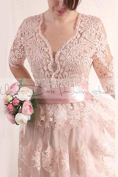 Dentelle courte robe de mariage / V devant avec manches /