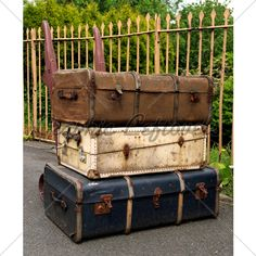 old-suitcases.jpg (500×500)