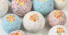 DIY bath bombs without citric acid or cream of tartar are an easy homemade bath bomb recipe for kids. These bath bombs turn a boring bath time routine into a fun experience for girls and boys. Learn h Homemade Bath Bombs, Lip Scrub Homemade, Wc Tabs, Bath Boms Diy, Best Bath Bombs, Meme Design, Bombe Recipe, Bath Fizzies, Bath Salts