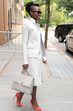 <strong>LUPITA NYONG'O</strong><p>Leave it to Lupita to add a dash of color in polished ivory from head to toe.</p>