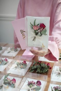 How To Wrap Flowers, How To Preserve Flowers, Diy Flowers, Flower Decorations, Paper Flowers, Flower Frame, Flower Boxes, Flower Cards, Flower Packaging