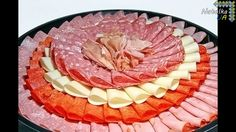 If you want beautifully serve cold cuts and meats - watch my video! You'll find 20 ideas of nice and creative meat plates. Meat And Cheese Tray, Meat Trays, Meat Platter, Pineapple Bread, Cold Cuts, Charcuterie Board, Tasty Dishes, Deli, Food Videos