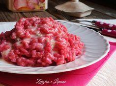 Il risotto rosa al gorgonzola è primo piatto estremamente semplice da preparare, ma sicuramente di effetto e quindi ideale da servire quando si hanno ospiti