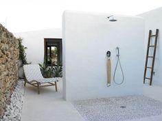 Doccia da esterno in stile mediterraneo