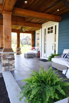 Elegant Wooden And Stone Front Porch Ideas elegante Holz und Stein Veranda Ideen - Seite 77 Building A Porch, Building A House, Exterior Paint, Exterior Design, Young House Love, House With Porch, Decks And Porches, Front Porches, Porch Decorating