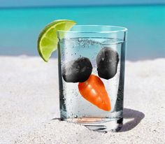 so cute if you plan to be on a beach @ Christmas time! Melted Snowman Ice Cubes… my aunt would do this to be mean Tropical Christmas, Beach Christmas, Coastal Christmas, Christmas In July, All Things Christmas, Winter Christmas, Holiday Fun, Christmas Gifts, Holiday Ideas