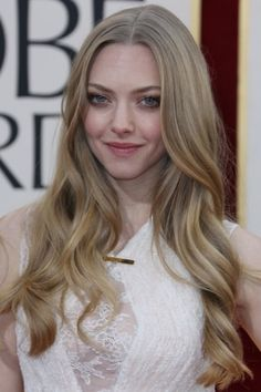 pretty and natural was the way to go for Amanda Seyfried at the 2013 Golden Globes