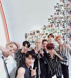 Find images and videos about kpop, exo and baekhyun on We Heart It - the app to get lost in what you love. Baekhyun, Park Chanyeol, Exo Ot12, Chanbaek, K Pop, Exo Album, Exo Lockscreen, Exo Korean, Korean Idols