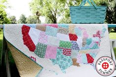 Let's make a U.S. Map Quilt together! Flamingo Toes Blog shows us how to make an amazing quilt featuring a map of the U.S.. Come get inspired with us today!