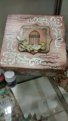cajas decoupage rositas - Buscar con Google Decoupage Vintage, Decoupage Paper, Shabby, Fabric Painting, Painting On Wood, Diy And Crafts, Arts And Crafts, Woodworking Box, Country Paintings