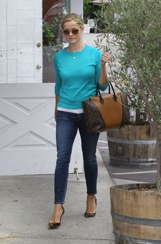 Reese Witherspoon - Reese Witherspoon Out and About in Los Angeles