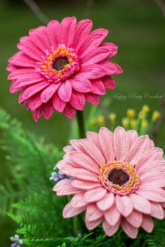 Crochet Gerbera Daisy Pattern by Happy Patty Crochet // PDF Pattern for a Crochet Gerbera Flower. Get it now from Ravely! Absolutely adore gerbera, and so happy I got the chance to design them :)