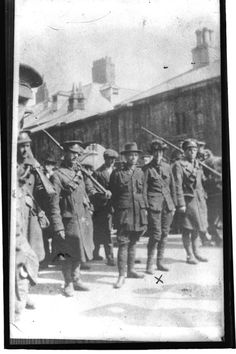 Michael Mallin (centre) and Countess Markievicz (second from right) surrender after the Easter Rising (RTÉ Stills Library) Ireland 1916, Ireland Map, Ireland Homes, Dublin Ireland, Easter Rising, History Posters, Erin Go Bragh, Michael Collins, Irish Culture