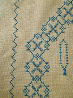 This Pin was discovered by Fil Cross Stitch Designs, Cross Stitch Patterns, Bargello, Prayer Rug, Cross Stitch Embroidery, Diy And Crafts, Bohemian Rug, Handmade, Cerberus