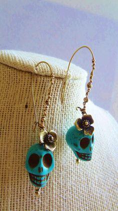 Rockabilly Day of the Dead Dia de los Muertos Sugar Skull Antiqued Brass Earrings Unique Earrings, Beaded Earrings, Earrings Handmade, Handmade Jewelry, Wire Jewelry, Jewelry Crafts, Beaded Jewelry, Jewelery, Halloween Jewelry