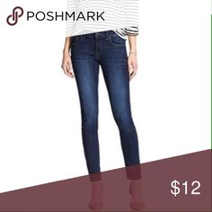 Skinny Jeans Banana Republic skinny jeans. Size 26 P 98% Cotton and 2% Spandex Banana Republic Jeans Skinny