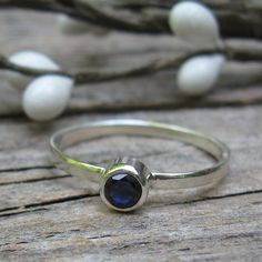 Sapphire Ring ... September Birthstone Ring ... 4mm sapphire sterling silver stacking ring gemstone ring on Etsy, 25,00 €