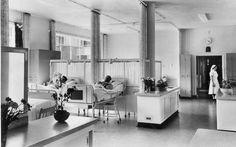 St. Joseph Ziekenhuis    Verpleegafdeling Palviljoen M. Nog wel grote zalen, maar al wat meer privacy als in 1932.