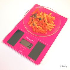 SALUTE kitchen scale can scale with packing .you can scale with out saucer .  風袋機能搭載で、お皿の重さ抜きで計量できます。