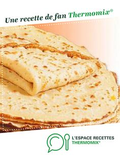 Romanian pancakes are similar to French crepes but they are more like a light,thin pancake. Like crepes they can be prepared with a savory or sweet filling. Unlike French crepes they do not get dry and they can be kept in the refrigerator and reheated. Good Food, Yummy Food, Tasty, French Crepes, Romanian Food, Romanian Recipes, Crepe Recipes, Sweet Recipes, Food And Drink