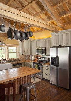 Idaho Barn Home - traditional - kitchen - other metro - by Sand Creek Post & Beam Morton Building Homes, Metal Building Homes, Metal Homes, Barn Loft Apartment, Apartment Interior, Barn Kitchen, Country Kitchen, Kitchen Wood, Green Kitchen