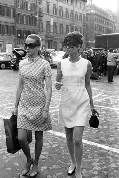 Doris Kleiner photographed with Audrey Hepburn Dotti by Elio Sorci during their shopping in Rome (Italy), in June 1969.