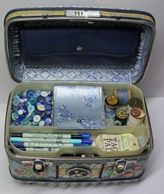 Crafting Suitcase    http://www.spottedcanary.com/Nifty_and_Thrifty/A_Thrifty_Way_to_Craft_on_the_Go.htm#