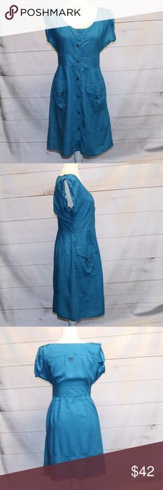 Anthropologie Maeve Dress Blue - size 6 EUC Anthropologie Maeve Button front dress plus small snaps on the inside to hold all the goodies in Defined waist with front pockets Pretty sapphire blue color Size 6 Anthropologie Dresses