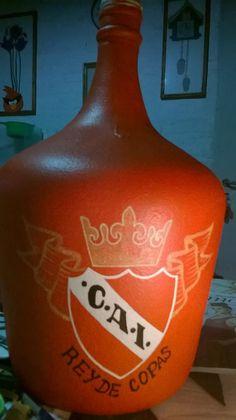 INDEPENDIENTE Hot Sauce Bottles, Whiskey Bottle, Drinks, Breakfast Nook, Drinking, Beverages, Drink, Beverage