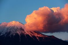 2月12日富士宮市からの夕方富士山~ 夕焼け雲とのコラボ、ダイナミックでした(^ ^)
