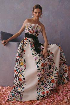 Carolina Herrera Resort 2020 Fashion Show Carolina Herrera Resort 2020 Kollektion - Vogue Vestidos Fashion, Fashion Dresses, Vogue Dresses, Couture Fashion, Runway Fashion, Fashion 2020, Fashion Weeks, Milan Fashion, Apropiación Cultural