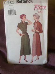1950s Retro dress pattern.. $14.00, via Etsy.