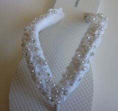 Crochet Dynamite offers a tute for bridal flip-flops (for the reception and honeymoon) and wishing star favors. Crochet Shoes, Crochet Slippers, Crochet Clothes, Crochet Crafts, Yarn Crafts, Crochet Projects, Beaded Crafts, Flip Flop Craft, Crochet Flip Flops