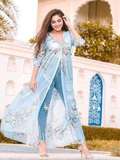 New Kurti Designs, Dress Designs, Maxi Shirt Dress, Saree Dress, Saree Blouse, Maxi Gowns, Dresses Dresses, Stylish Dresses, Fashion Show