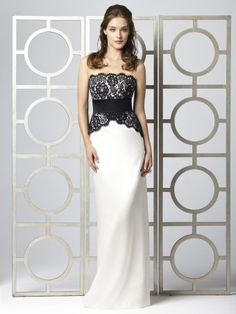 This lace bodice with flower pattern combined with a black waistband attached the off shoulder bridesmaid dress. And the inverted triangle lace around the waist. 1/4 slit reached the floor.