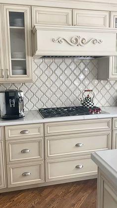 Backsplash Kitchen White Cabinets, Modern Kitchen Cabinets, Kitchen Cabinet Colors, Painting Kitchen Cabinets, Modern Kitchen Design, Kitchen Interior, Dark Cabinets, Backsplash Ideas For Kitchen, Kitchen Cabinets Designs
