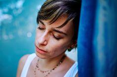 Ana Viana Fotografia - Retrato Feminino - luz natural - blue - portrait