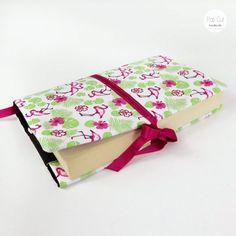 Buchhülle aus Baumwollstoff, verstellbare Breite, Lesezeichen, Flamingo Abmessungen: ca. 30 cm breit x 22 cm Preis: € 20,- Jetzt bestellen: http://www.popcut.at/diy/webshop/