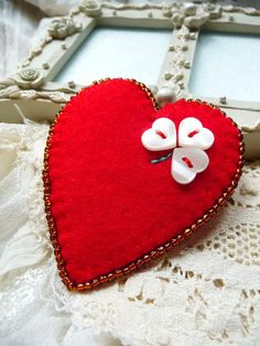 FB-119 - valentine's day - Red Heart Shape Felt Brooch With  Four Leaf Clover Button Design