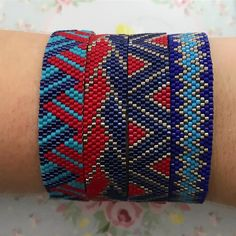not super in love with these colors tho. Loom Bracelet Patterns, Peyote Patterns, Loom Patterns, Beading Patterns, Beaded Jewelry Designs, Beaded Crafts, Peyote Beading, Beading Projects, Peyote Stitch