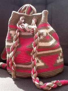 Maakster Jose Wils lid van tapestry haakgroep Tapestry Crochet, Crochet Chart, Lana, Straw Bag, Reusable Tote Bags, Crocheted Bags, Knitting, Charts, Diy