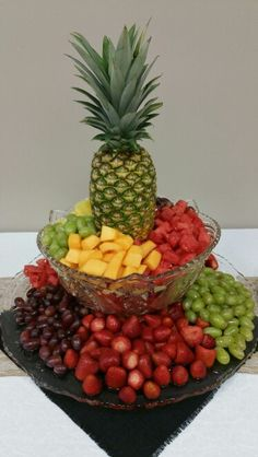 Fruit centerpiece for appetizer table Fruit Tables, Fruit Trays, Fruit Dishes, Fruit Buffet, Food Tables, Fruit Cups, Wedding Appetizer Table, Appetizers Table, Appetizer Table Display