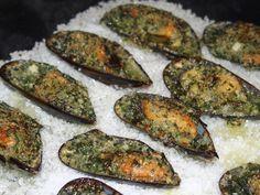Après les huîtres gratinées, voilà ma recette de moules farcies. Et attention, la farce est bien différente que celle des huîtres que je vous ai proposée récemment. DELICIEUSE aussi. Beurre, échalote, ail, persil et chapelure. En entrée, pour cet hiver,...