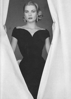 Grace Kelly showing a lovely line of collarbones, although her right side is slightly higher than the the other, probably from carrying her Hermes bag..
